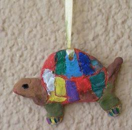 cómo hacer una tortuga con barro