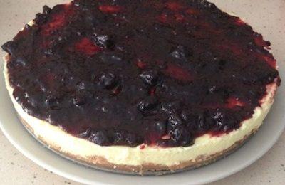 pastel de queso con mermelada de moras