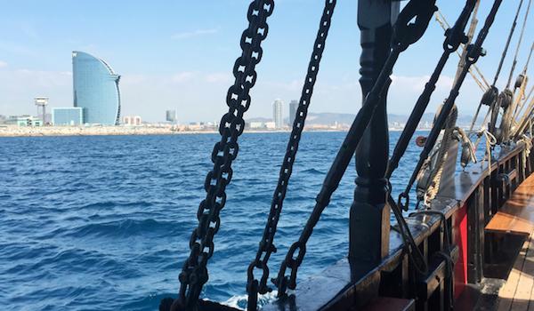 navegar pel litoral de Barcelona amb nens