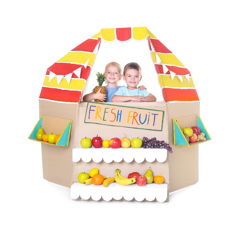 Manualitats per fer amb nens amb caixes de cartó