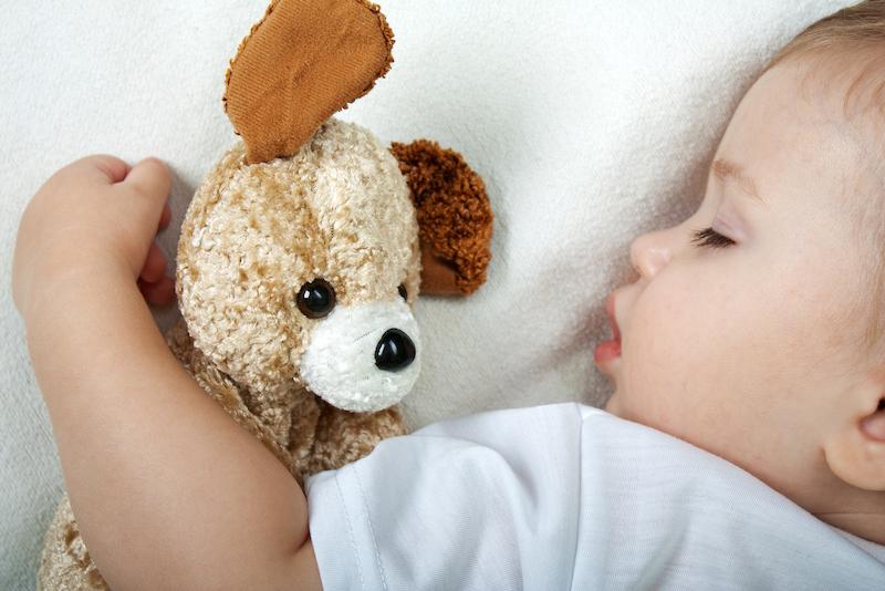 como despertar a los niños por la mañana